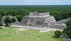 Chichen Itza - Templo de los Guerreros & Palacio de las Columnas Esculpidas
